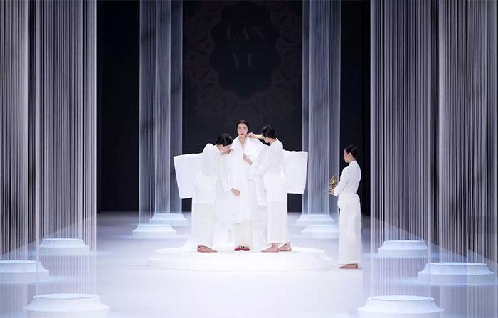 LANYU-巴黎时装周秀场空间设计01